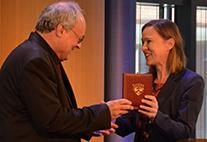 Medaille für Kunst und Wissenschaft wird an Prof. Dr Axel Schildt überreicht