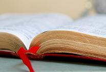 """Symbolbild mit Buch zur Ringvorlesung """"Religion und Literatur: So offen die Welt!"""""""