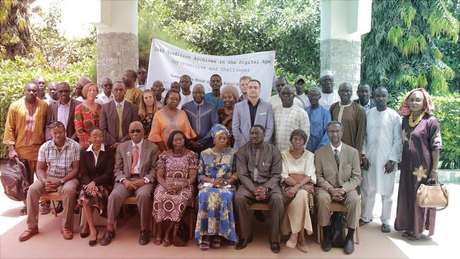 """Die Teilnehmenden des Symposiums zum """"Digital National Archive Project"""" in Gambia."""