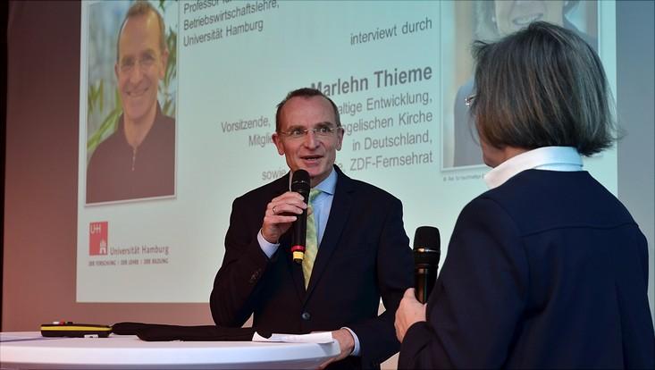 Prof. Dr. Alexander Bassen im Interview mit Marlehn Thieme vom Rat für Nachhaltige Entwicklung