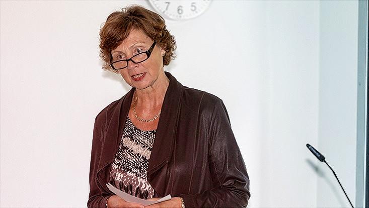 Bild von der Gleichstellungsbeauftragten Dr. Angelika Paschke-Kratzin