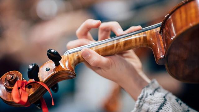 Hand mit Geige