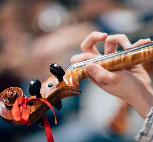 Hand an Geige
