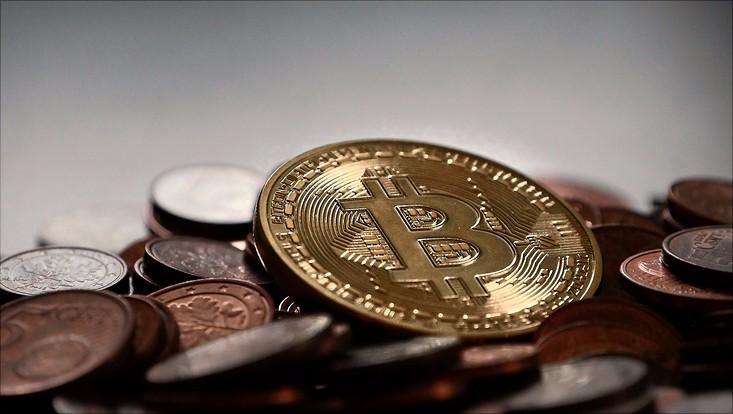 Bitcoin und Münzen