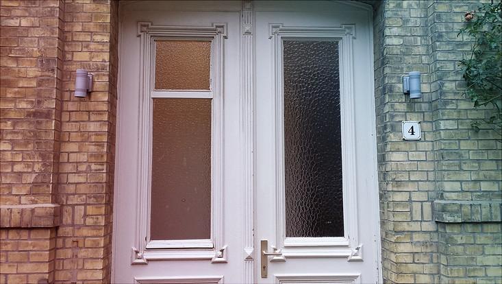 Geschlossene Eingangstür