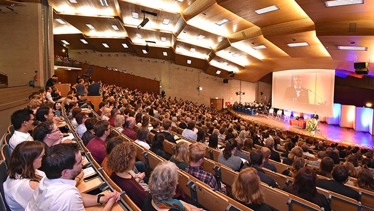 Blick ins Audimax bei der Immatrikulationsfeier 2017