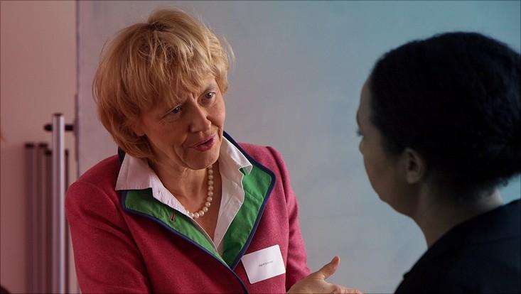 """Prof. Dr. Ingrid Schirmer aus dem Fachbereich Informatik berät junge Wissenschaftlerinnen bei """"Pro Exzellenzia meets MIN"""" in Karrierefragen."""