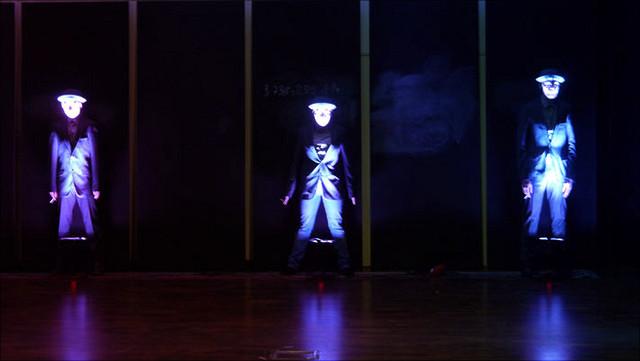 Drei Schauspieler auf Bühne