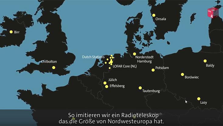 """Filmstill aus dem Video """"Die Jagd nach Radiogalaxien in den Weiten des Universums"""""""