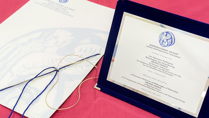 Urkunde der University of the Aegean zur Ernennung zum Ehrendoktor