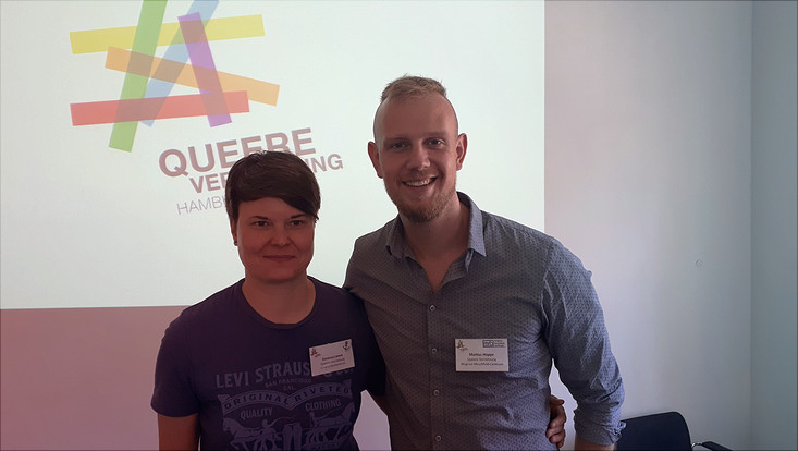 Vanessa Lamm und Markus Hoppe (Queere Vernetzung Hamburg e.V.)