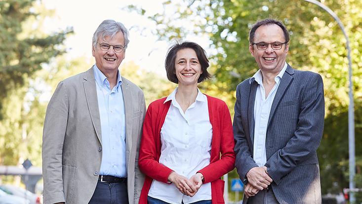 Quantum-Universe-Sprecher Prof. Dr. Jan Louis (Theoretische Physik, Universität Hamburg), Prof. Dr. Géraldine Servant (Theoretische Physik, Universität Hamburg und DESY)  und Prof. Dr. Peter Schleper (Experimentalphysik, Universität Hamburg) (v.l.)