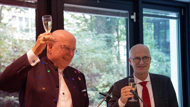 Die Uni Hamburg feiert die Entscheidung zur Exzellenzstrategie: Lenzen und Tschentscher