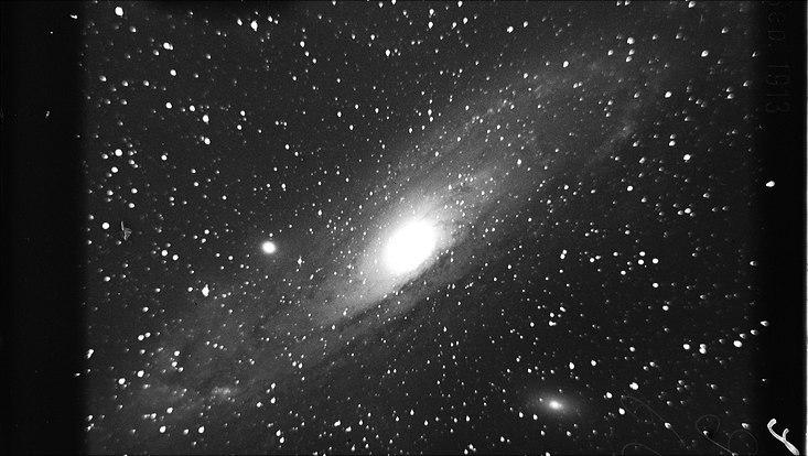 Der Andromedanebel auf einer Aufnahme vom 30.09.1913 vom 1m-Spiegel-Teleskop