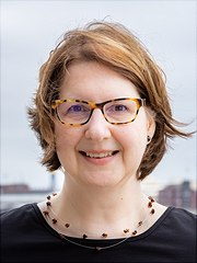 Kerstin-Mayrberger-0215-Uni-180x240, Bild Porträt von Toni B. Gunner, Lizenz CC BY 4.0