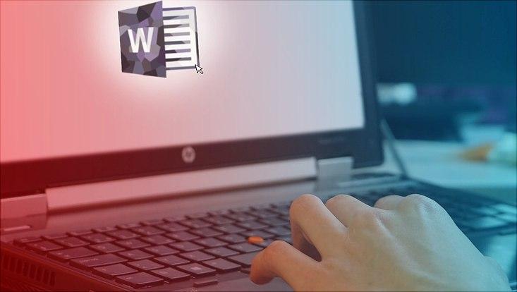 Das Bild zeigt den Bildschirm eines aufgeklappten Laptops mit einem Word-Zeichen.
