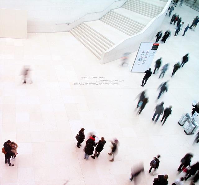 Ein Foto aus der Vogelperspektive des British Museum von innen.