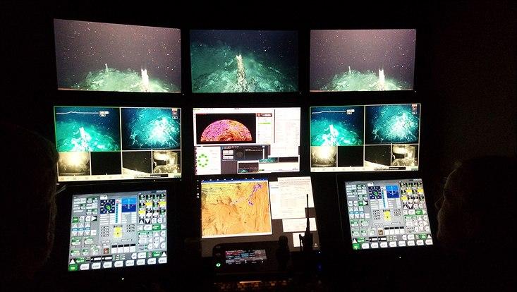 Das ROV (Remotely Operated Vehicle) wird aus einem Container an Bord des Forschungsschiffes gesteuert und überträgt hochaufgelöste Videobilder in Echtzeit in den Showroom an Bord des Schiffs; bei IceAGE3 war es das ROV6000 vom Geomar in Kiel. Zwei Pi