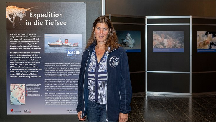 Anne-Nina Lörz vor Ausstellung