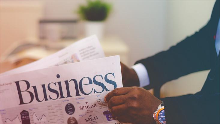 Zeitung mit Überschrift 'business'