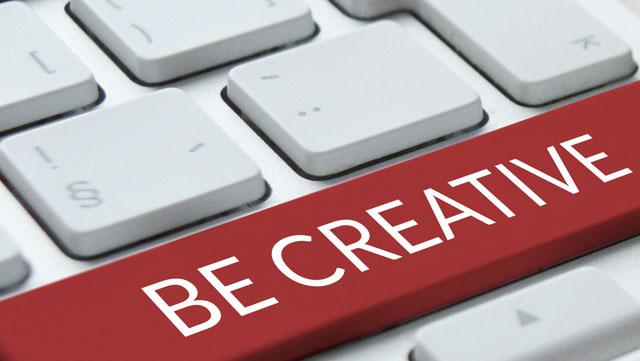 """Ausschnitt einer Tastatur mit roter Leertaste auf der """"Be Creative"""" steht."""