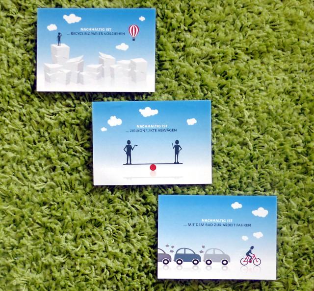 3 Postkarten vor grünem Hintergrund