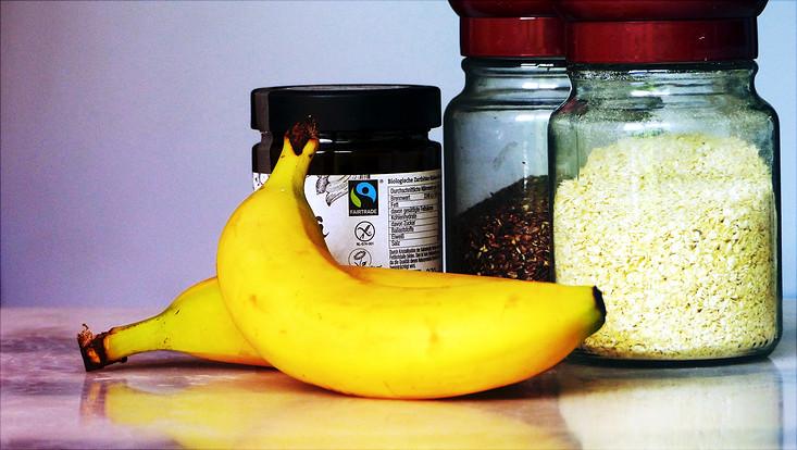 Fair Trade Bananen, Brotaufstrich, Leinsamen und Hirse