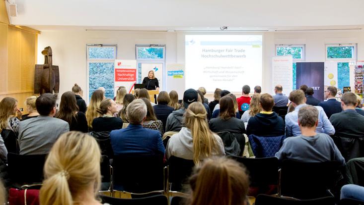 Katharina Fegebank spricht vor Publikum