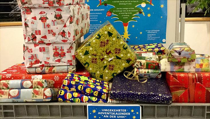 Der umgekehrte Adventskalender 2017 hat viele Geschenke für bedürftige Kinder in Hamburg erbracht