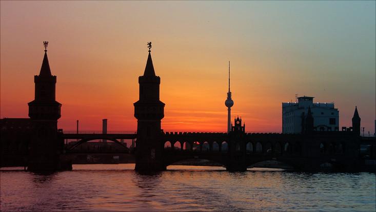 Brücke in Berlin bei Sonnenuntergang