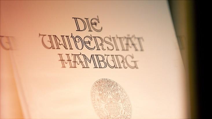 Papier mit historischer Aufschrift Universität Hamburg