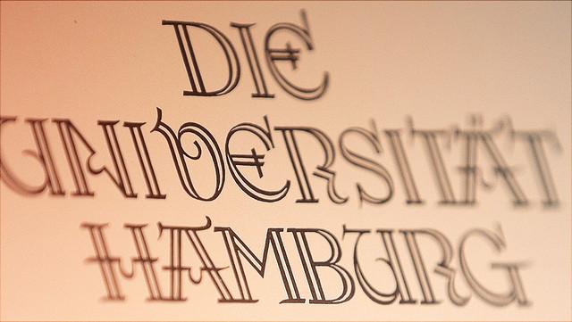 Papier mit Universität Hamburg in historischer Schrift