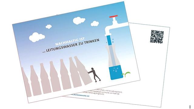 Die Postkarte zeigt eine Figur die Wasser in gekauften Flaschen zur Seite schiebt und Leitungswasser favorisiert