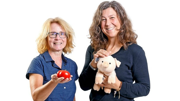 Sozialgeografin Prof. Dr. Anke Strüver (l.) und Soziologin Prof. Dr. Anita Engels