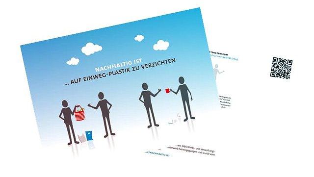 Die Postkarte zeigt Figuren, die statt Plastiktüten Einkauskörbe und statt Plastikbechern Tassen verwenden.