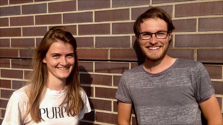 Rebecca Geyer und Josef Kaiser von netzwerk n vor Backsteinwand
