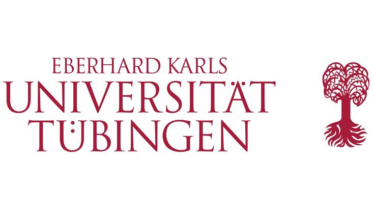 In dunkelroter Schrift mit Serifen steht in drei Zeilen Eberhard Karls Universität Tübingen, rechts daneben ist ein abstrahierter Laubbaum mit Wurzelballen, ebenfalls in dunkelrot