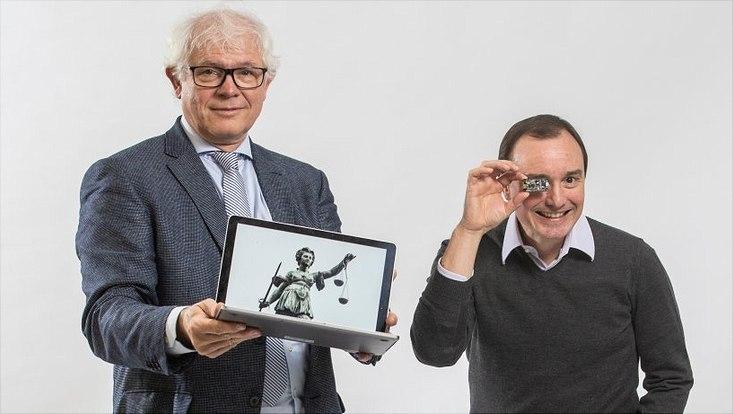 Prof. Dr. Hans-Heinrich Trute (l.) und Prof. Dr. Hannes Federrath