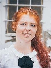 Ein Profilfoto von Stefanie Reiter ist zu sehen.
