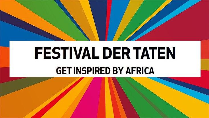 Das Logo des Festivals der Taten, ein bunter Wirbel, ist zu sehen.