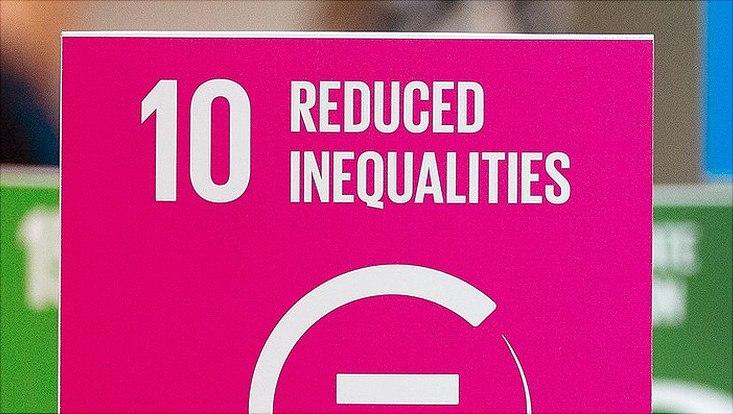 """SDG-Würfel mit der Nummer 10 """"Reduced Inequalitites"""""""