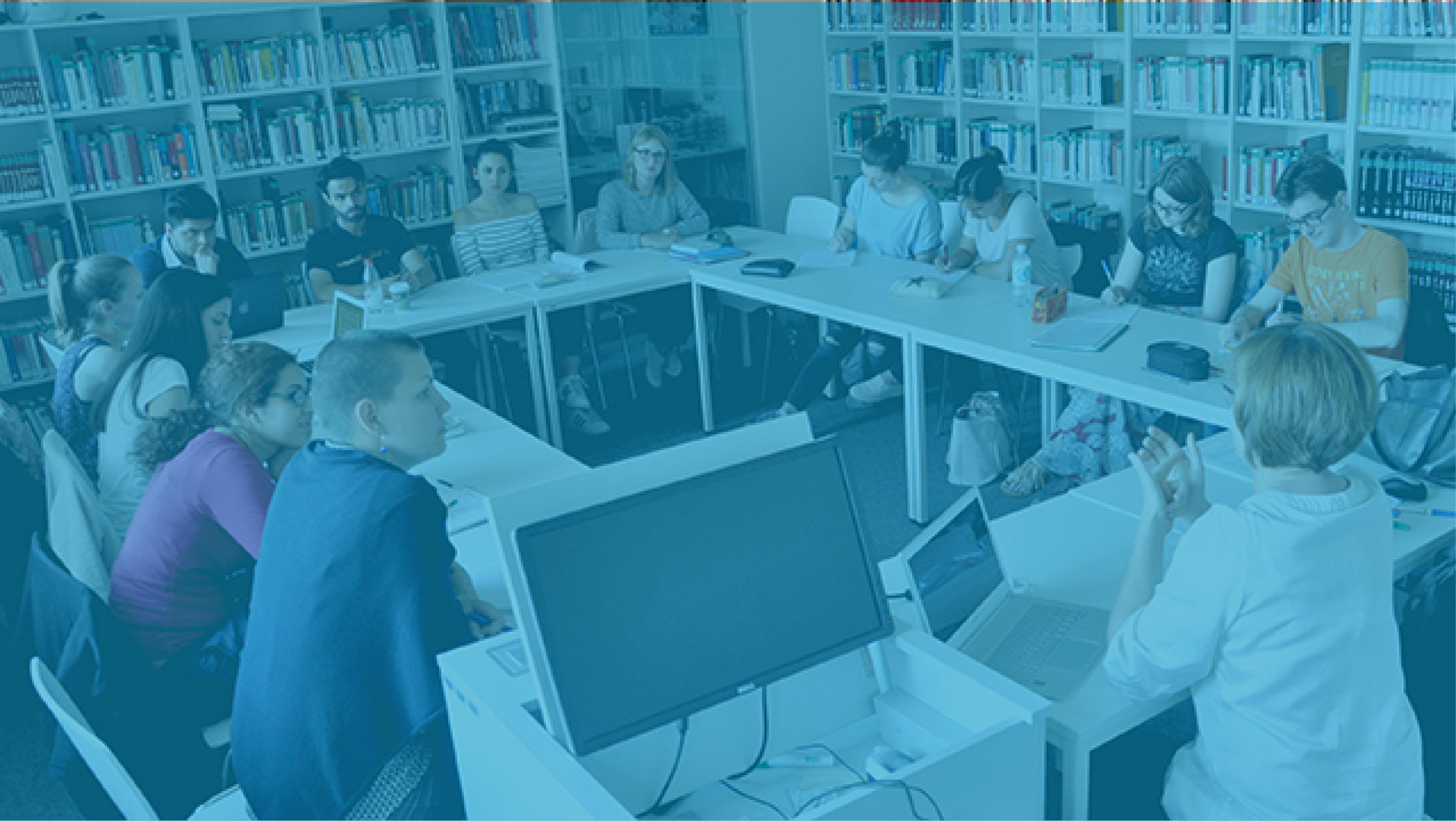 Voller Seminarraum beim Französischseminar