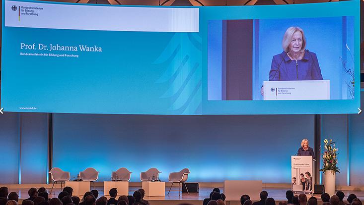 Bundesbildungsministerin Johanna Wanka bei der großen QPL-Programmkonferenz im März 2017 in Berlin