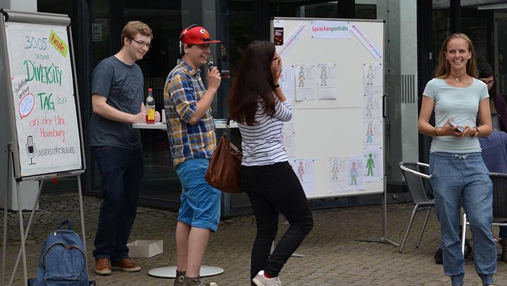 UK-Studierende auf dem UHH-Campus