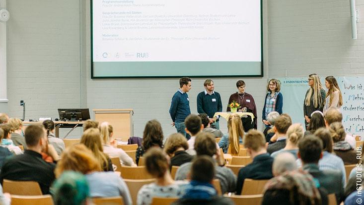 Podiumsdiskussion bei der 3. Studentischen Konferenz an der Ruhr-Universität Bochum