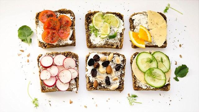Sechs belegte Brote mit vegetarischen, saisonalen und regionalen Zutaten