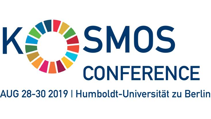 Logo der Kosmos-Conference, Kosmos in großen blauen Buchstaben, außer das große O, welches besteht aus im Kreis angeordneten, bunten Kacheln welche die 17 SDGs wiederspiegeln