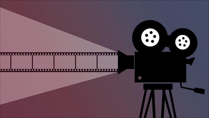 Grafisch Dargestellt ist eine Kamera, die einen Film abspielt