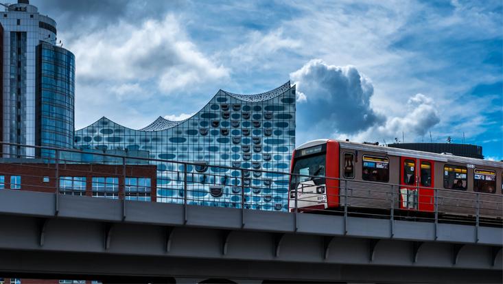 Eine U-Bahn in der Hafencity