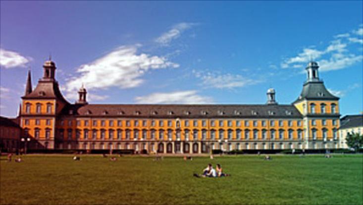 Das Bild zeigt die Universität Bonn.